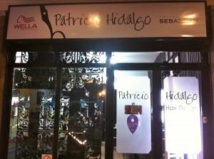 Este es el salón de belleza que Patricio Hidalgo tiene en providencia 2411.