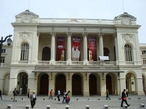 Teatro-municipal-hostal-el-arco-de-iris