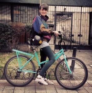 Melanie en su bicicleta un día domingo.