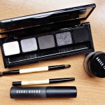 Kit para lograr el smokey eyes de la marca Bobbi Brown.