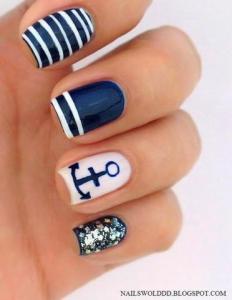 nail-art-embarcamos-el-navy-L-tnwRWf