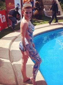 Sigrid Alegría antes del tradicional piscinazo.