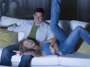 pareja viendo película