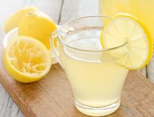 Zumo limón para desintoxicar
